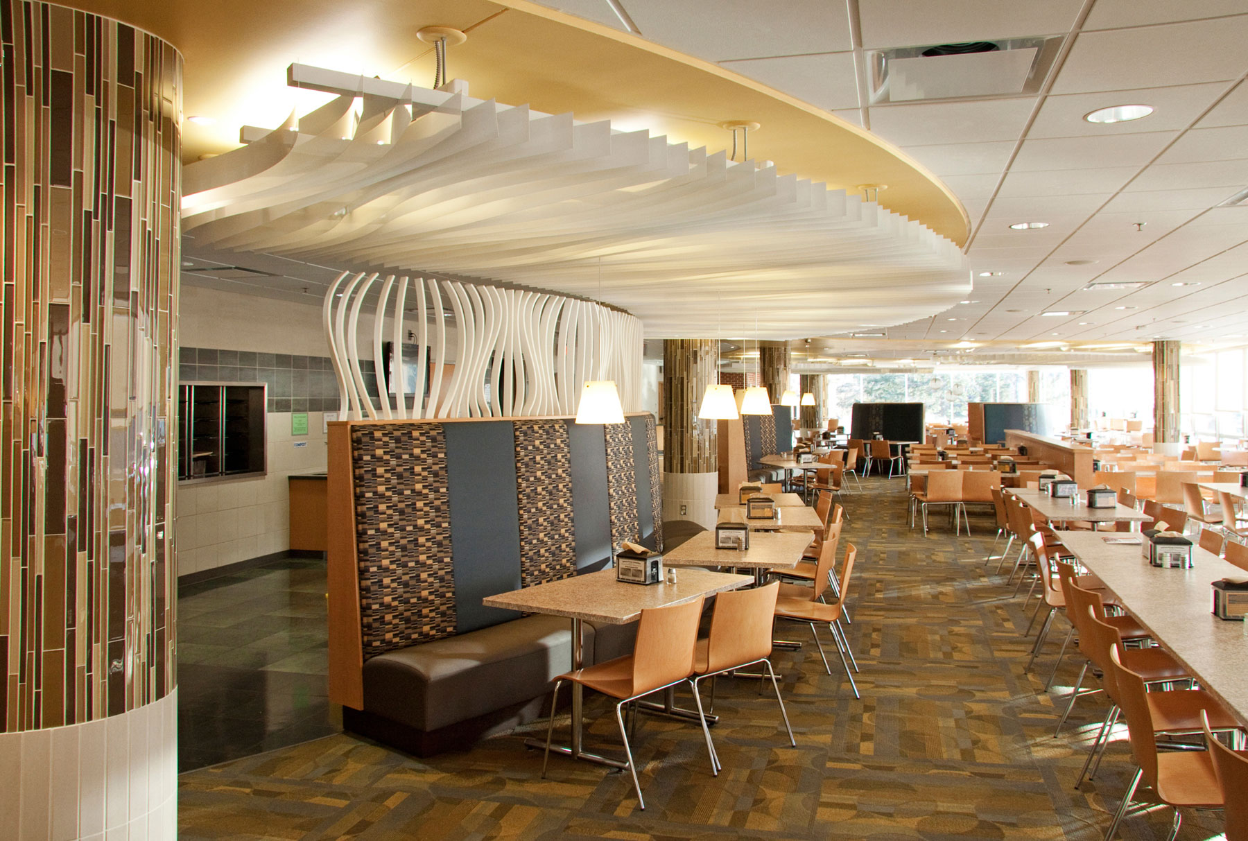 Arktura Atmosphera® Contour installed in restaurant