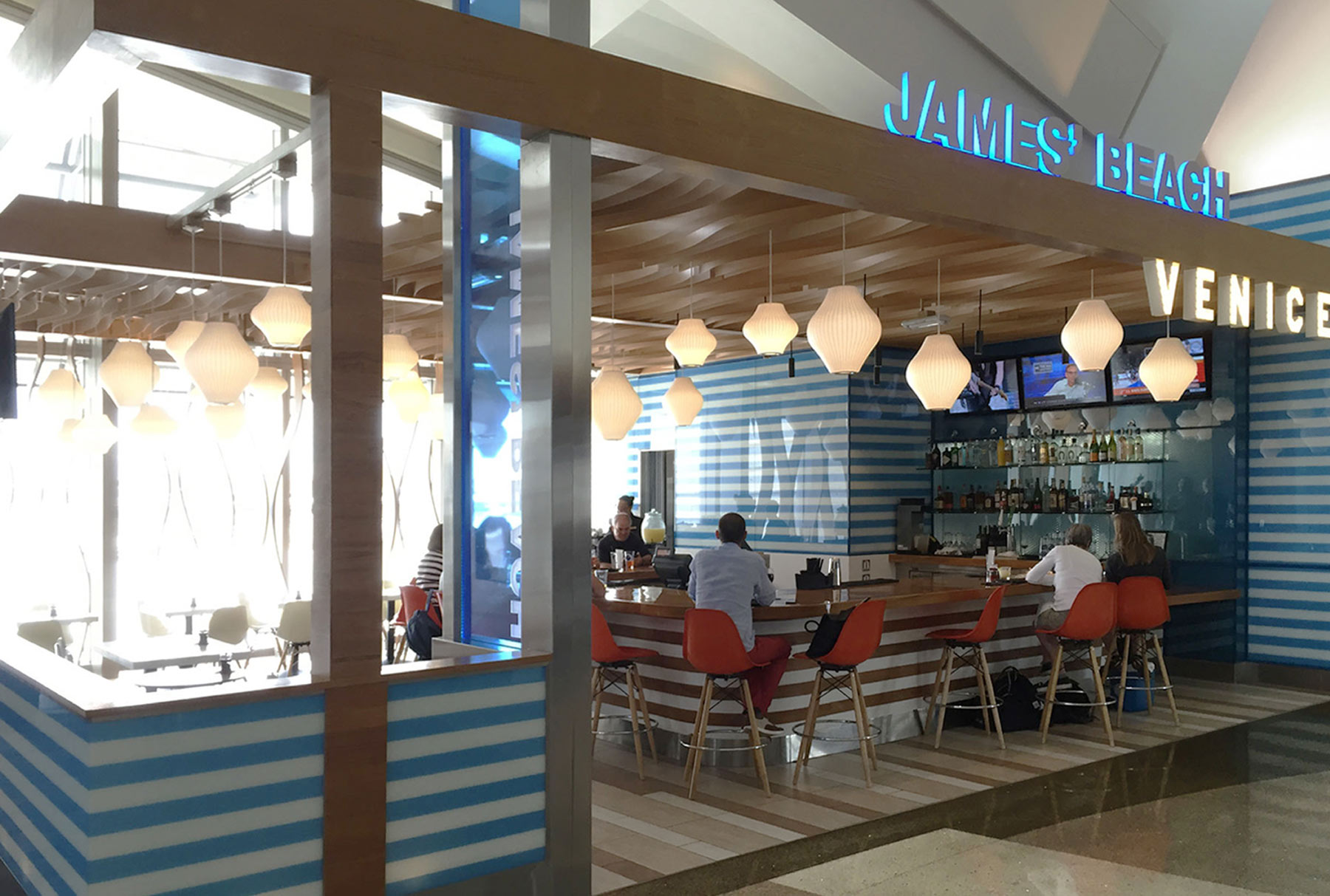 Arktura Atmosphera® Contour installed in James Beach LAX Bar