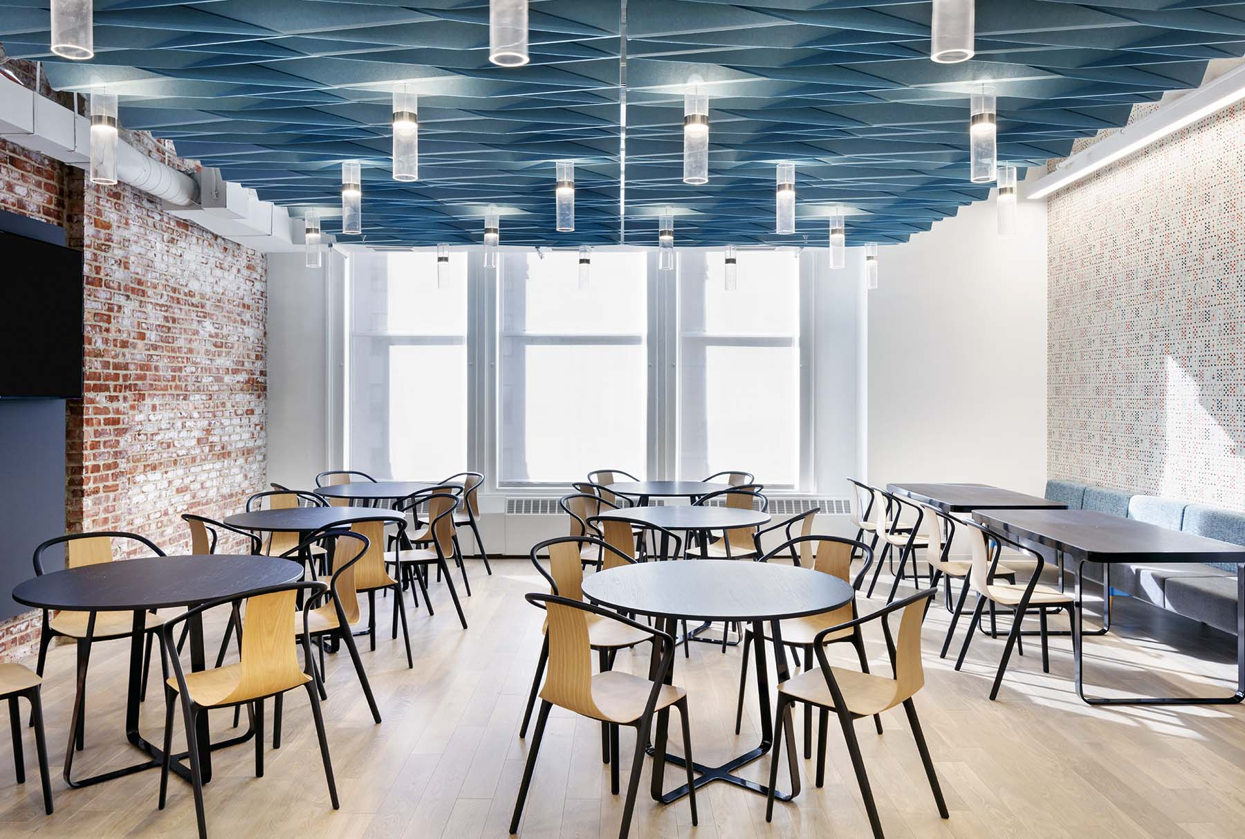 SoftFold® acoustical system with integrated lighting