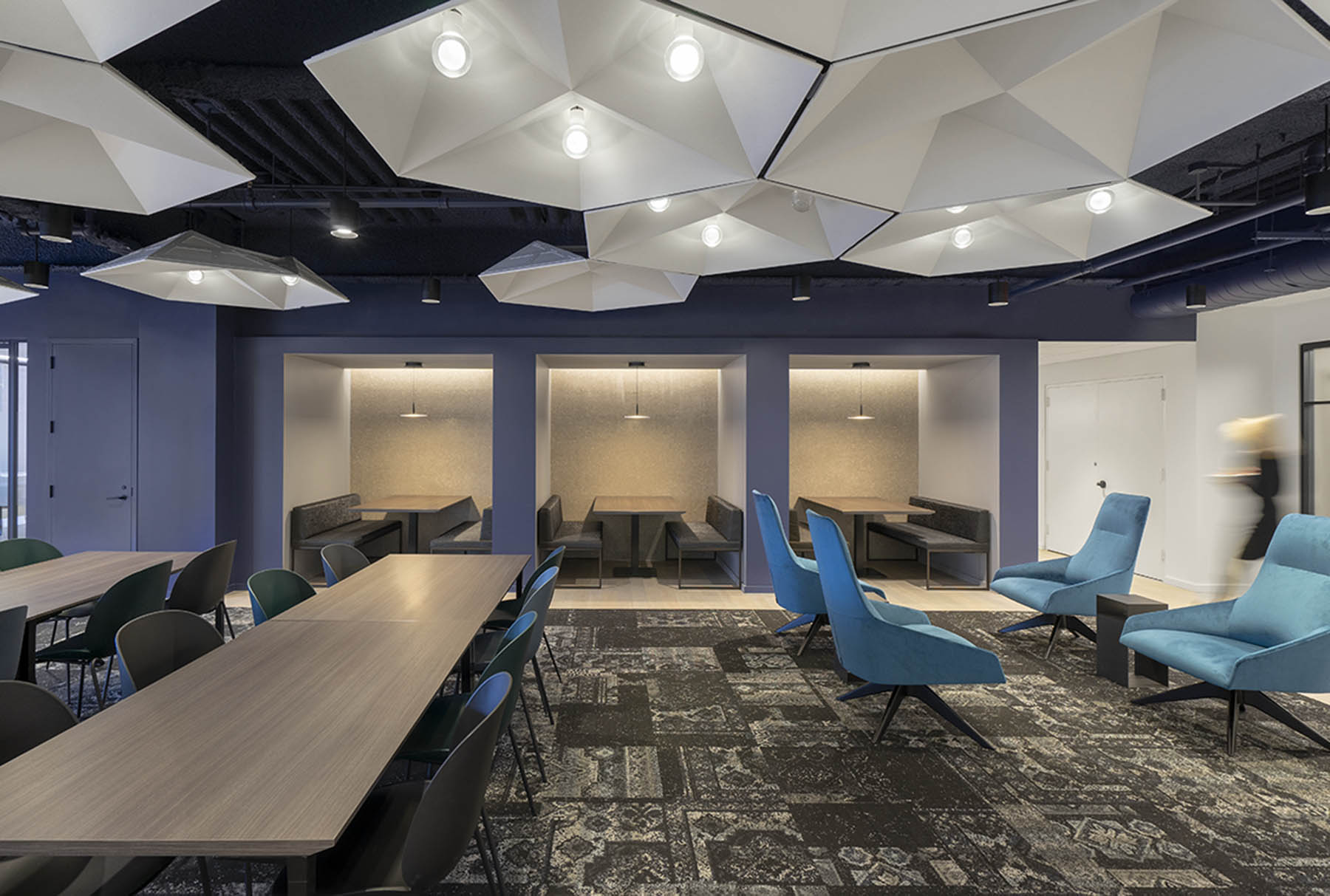 Arktura SoundStar faceted ceiling system installed in Travel Leaders office.